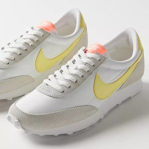 Nike Women's DBreak Shoes Pale Ivry/Zitron/Brt Mng